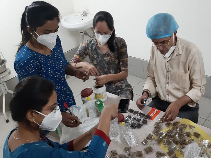 કોરોનાના દર્દીઓની એલોપેથીની સાથે આયુર્વેદ મુજબ સારવાર; ઉધરસ, શ્વાસ રૂંધાવા સહિતની તકલીફોમાં મળ્યું અસરકારક પરિણામ|અમદાવાદ,Ahmedabad - Divya Bhaskar