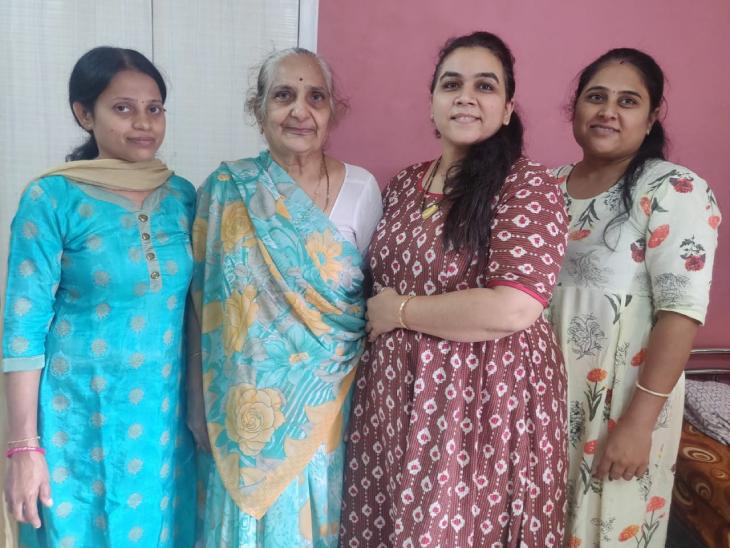 77 વર્ષીય દાદીએ પૌત્ર સાથે મળીને લોકડાઉનમાં હોમમેડ ગુજરાતી ફૂડનું સ્ટાર્ટઅપ શરૂ કર્યુ, હવે દર મહિને 2-3 લાખનો બિઝનેસ|ઓરિજિનલ,DvB Original - Divya Bhaskar
