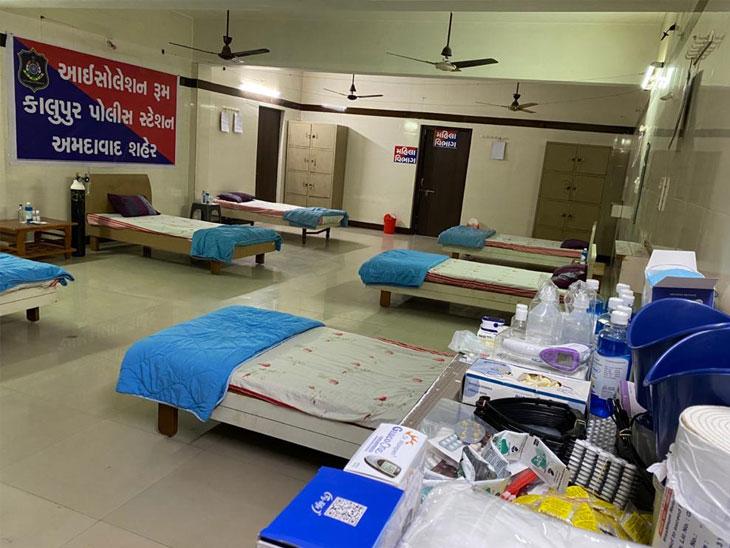 કાલુપુર સ્વામિનારાયણ મંદિરમાં મહિલા અને પુરુષ પોલીસકર્મીઓ માટે ઓક્સિજન સહિતના 12 બેડના આઇસોલેશન રૂમ બનાવાયા|અમદાવાદ,Ahmedabad - Divya Bhaskar