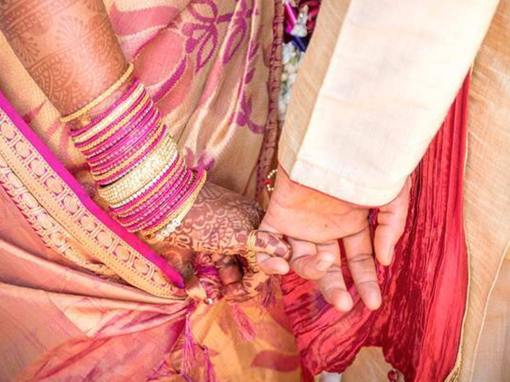 આ ગામમાં લગ્નમાં દહેજ અને ખોટા ખર્ચ પર પ્રતિબંધ, બંને પરિવાર સંયુક્ત રીતે ખર્ચ કરે છે; અહીં 30 વર્ષમાં ઘરેલુ હિંસાનો એકપણ કેસ નથી|ઈન્ડિયા,National - Divya Bhaskar