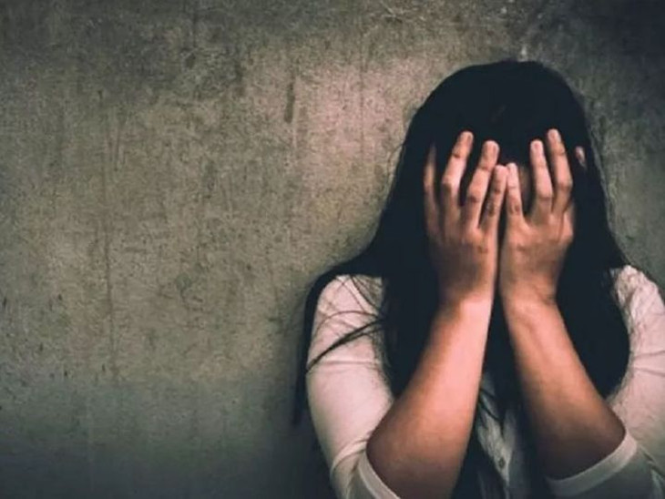 રાજકોટમાં દીકરીને મારી નાખવાની ધમકી આપી શખ્સે ત્યક્તા સાથે બળજબરીથી શરીર સંબંધ બાંધ્યા|રાજકોટ,Rajkot - Divya Bhaskar