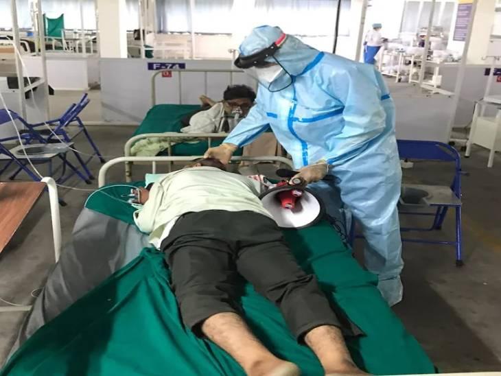 હોમ આઇસોલેશનમાં રહેલા કોરોનાના દર્દીઓને સમયસર પ્રોનિંગ થેરાપી આપવામાં આવે તો તેમનું જીવન બચાવી શકાય છે|અમદાવાદ,Ahmedabad - Divya Bhaskar