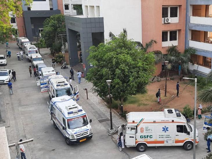 સમરસ હોસ્પિટલમાં 20થી વધુ એમ્બ્યુલન્સની લાઇન લાગી - Divya Bhaskar