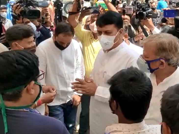 ગુજરાતમાં ઓક્સિજનની કમીને કારણે 3 દિવસમાં 80 દર્દીનાં મોત થયાંઃ અમિત ચાવડા.