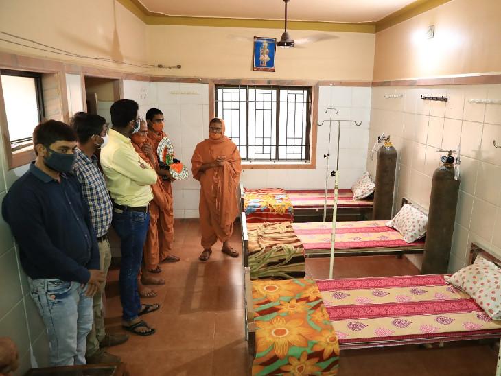 નિત્યસ્વરૂપદાસ સ્વામીની પ્રેરણાથી મંદિરમાં રાહત કેન્દ્રનો પ્રારંભ. - Divya Bhaskar