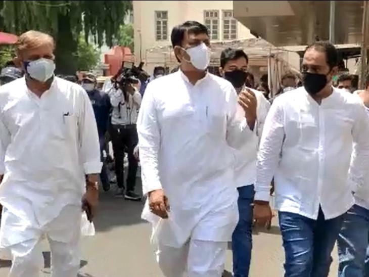 સરકાર નિષ્ફળતા સ્વીકારે, સર્વપક્ષીય બેઠક બોલાવીને ગુજરાતની જનતાને બચાવે: અમિત ચાવડા.