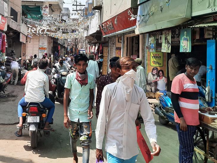 કોરોના સંક્રમણ ક્યાંથી ઓછું થાય, બાવળા બજારમાં સોશિયલ ડિસ્ટન્સ જળવાતું નથી બાવળા,Bavla - Divya Bhaskar