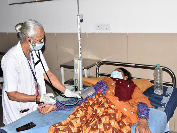 દાહોદની ઝાયડસ હોસ્પિટલમાં 71 વર્ષનાં નર્સ કરે છે કોરોનાના દર્દીઓની સેવા, 2009માં નિવૃત્ત થયાં બાદ પણ સેવા ચાલુ રાખી|દાહોદ,Dahod - Divya Bhaskar