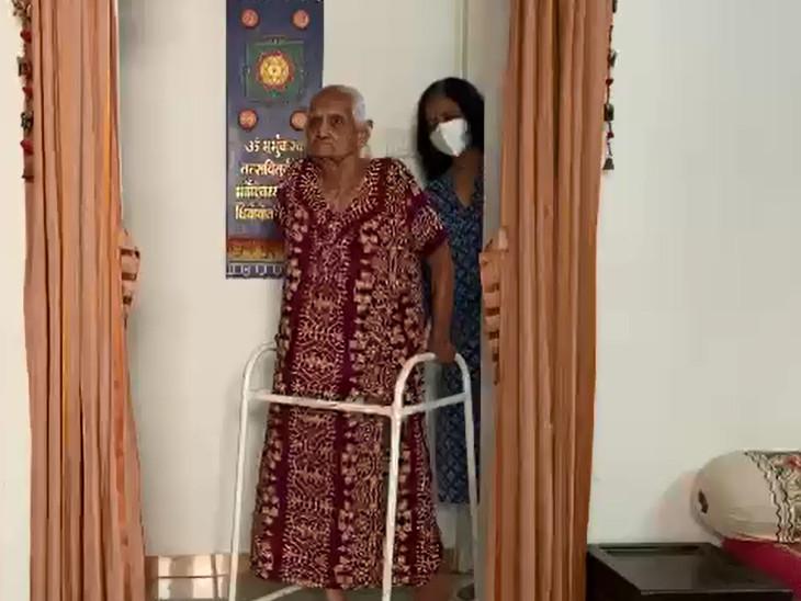 પૂત્રવધૂ કહે છે કે, ખરેખર અમારી પ્રાર્થના ભગવાને સાંભળી લીધી અને સાસુ સાજા થઇને ઘરે આવ્યા