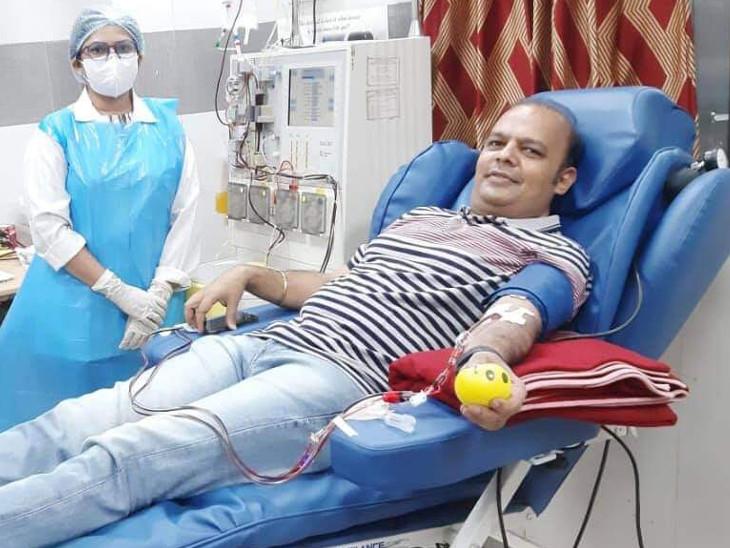 વડોદરાની સયાજી હોસ્પિટલની બ્લડ બેંકમાં રોજ 20 દર્દીઓ માટે પ્લાઝમાની ઇન્ક્વાયરી આવે છે, શહેરના મેયરે પ્લાઝમા ડોનેટ કર્યાં વડોદરા,Vadodara - Divya Bhaskar