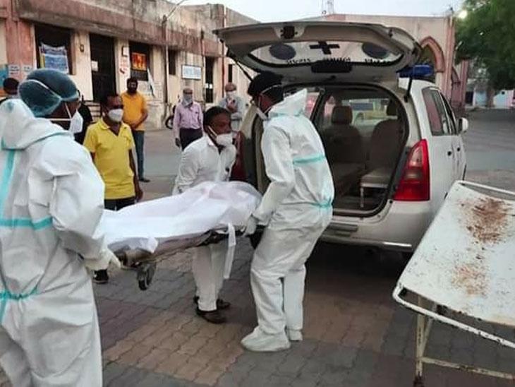 ગોંડલના સેવાભાવીએ લીધો કોરોના સંક્રમિત દર્દીઓની સેવા-ચાકરીનો ભેખ|ગોંડલ,Gondal - Divya Bhaskar