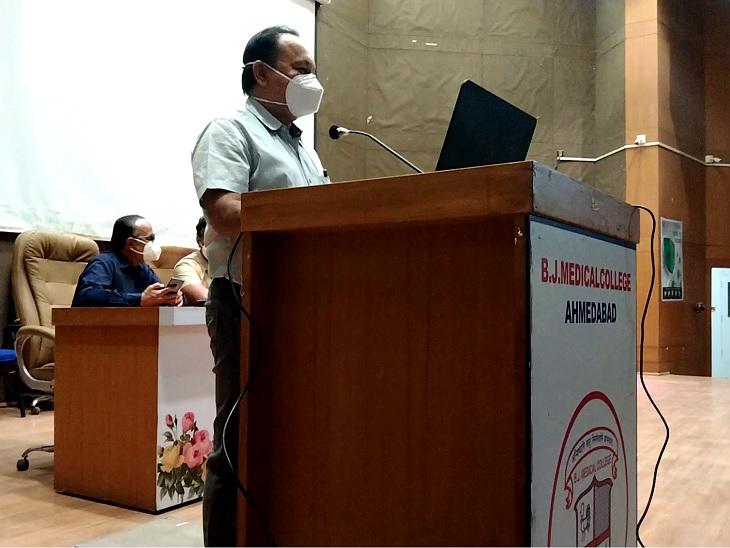 હવે ગુજરાતના 1700 સિનિયર ડોકટર હડતાલ પર ઉતરી શકે, 15 પડતર માગણીઓને લઈને સરકારને આવેદનપત્ર આપ્યું|અમદાવાદ,Ahmedabad - Divya Bhaskar
