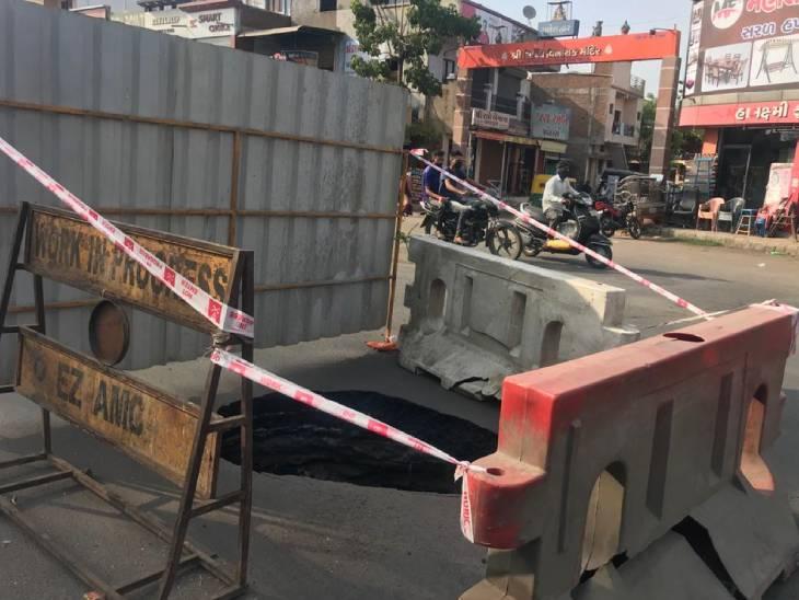 અમદાવાદના હાટકેશ્વરમાં 15 દિવસ પહેલા પડેલા ભુવાનું પુરણ કરાયું, હવે છત્રપતિ શિવાજી ઓવરબ્રિજ પાસે ભુવો પડ્યો|અમદાવાદ,Ahmedabad - Divya Bhaskar