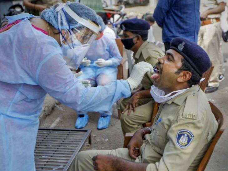 એક જ દિવસમાં શહેરના કુલ 22 પોલીસ કર્મચારીને કોરોનાનો ચેપ; પોલીસ અને તેમના પરિવારને વેક્સિન લેવા DGPનું સૂચન|અમદાવાદ,Ahmedabad - Divya Bhaskar