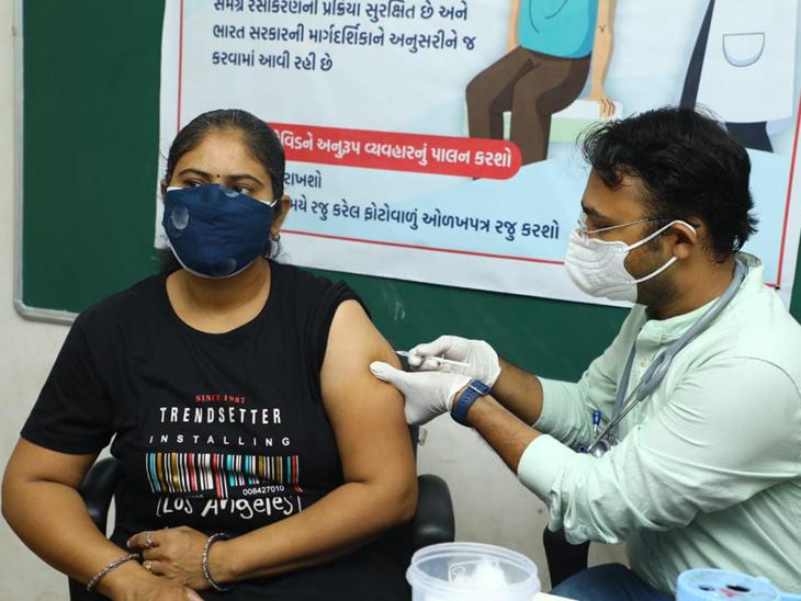 અમદાવાદમાં વેક્સિન ખૂટી પડી, સ્ટોક ખૂટી પડતાં 45થી વધુ વયનાને રસી આપવાનું હાલ મોકૂફ, વધુ સ્ટોક આવે પછી જ ફરીથી રસી અપાશે|અમદાવાદ,Ahmedabad - Divya Bhaskar
