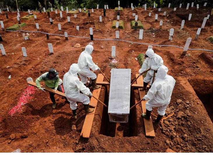 કોરોનાના વધતા જતા નવા કેસ અને મૃત્યુએ કર્ફ્યુ અને પ્રતિબંધો લંબાવવામાં આવ્યા