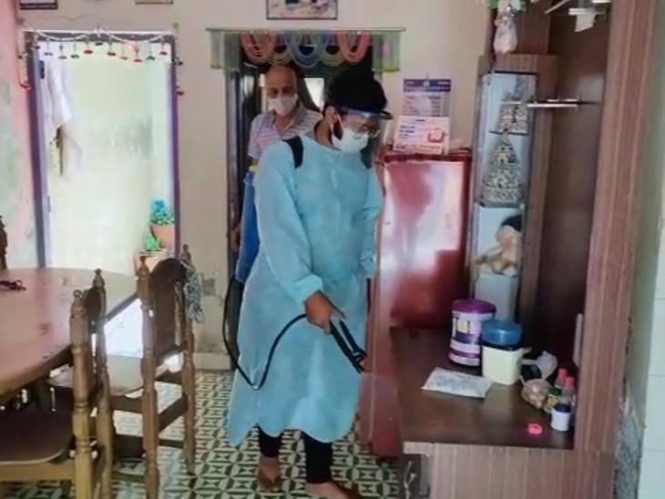 રાજકોટમાં ABVP દ્વારા ફ્રીમાં હોમ સેનિટાઈઝેશની સેવા શરૂ, 5 દિવસમાં 47થી વધુ ઘર સેનિટાઇઝ કર્યા રાજકોટ,Rajkot - Divya Bhaskar