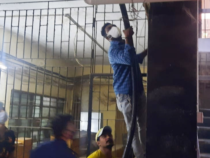 SSGની ઓક્સિજન લાઈનમાં લીકેજ, 250 દર્દીની ઘાત ટળી|વડોદરા,Vadodara - Divya Bhaskar