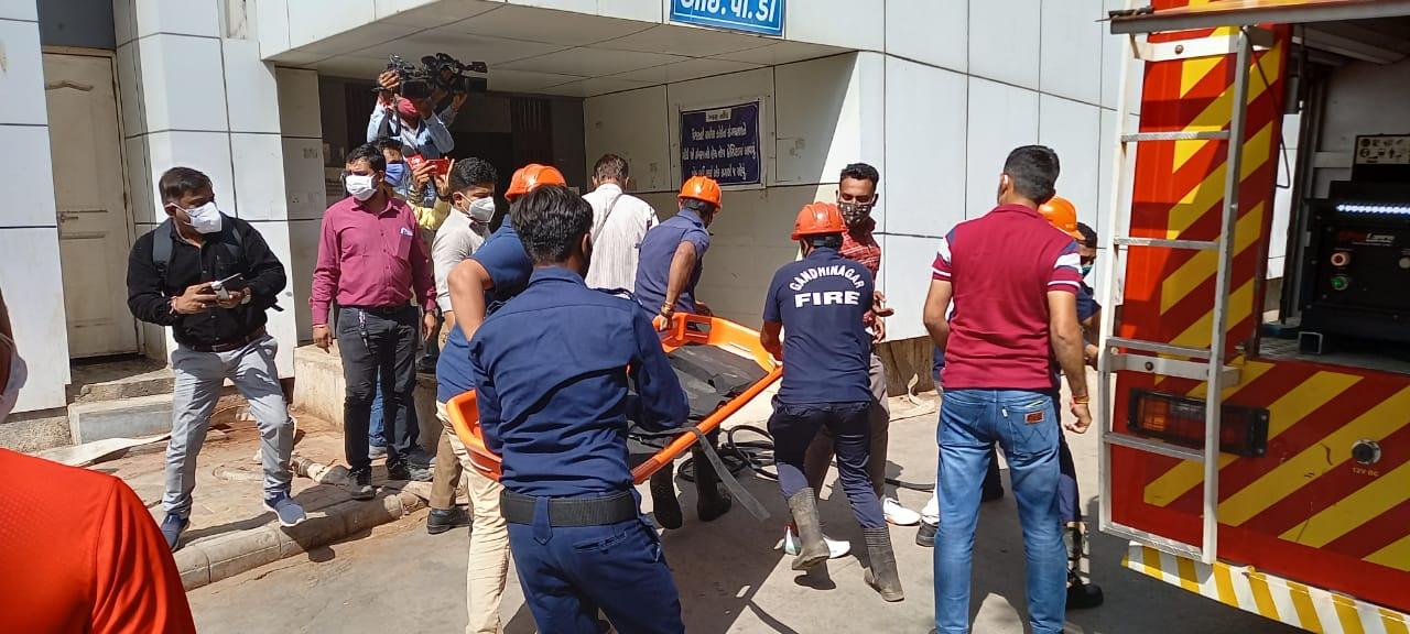 ભરૂચની હોસ્પિટલમાં આગની દુર્ઘટના બાદ ગાંધીનગર સિવિલમાં આજે આગની મોકડ્રીલ યોજાઈ ગાંધીનગર,Gandhinagar - Divya Bhaskar