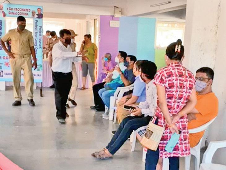 સુરતમાં વેક્સિન નહીં મળતા લોકો કોસંબા-તરસાડી પહોંચતાં ઘર્ષણ|કોસંબા,Kosamba - Divya Bhaskar