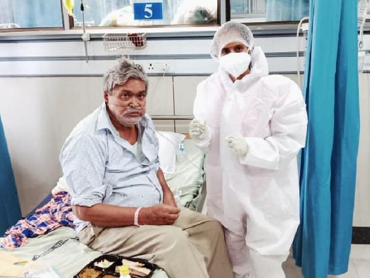 લગ્નના ચોથા દિવસે સિવિલમાં ફરજ પર હાજર થયા આરતીબેન, છેલ્લા 1 વર્ષથી કોરોનાના દર્દીઓ માટે 'અન્નપૂર્ણા' બનીને સેવા કરે છે|અમદાવાદ,Ahmedabad - Divya Bhaskar