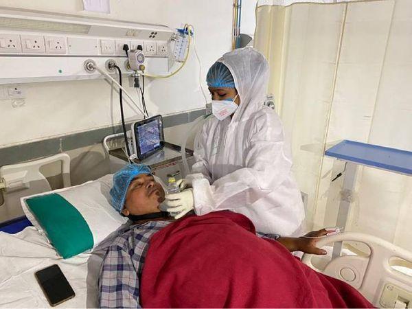 અમદાવાદની ખાનગી હોસ્પિટલમાં 12 ICU અને કોવિડ સેન્ટરમાં 4 બેડ ખાલી, સિવિલ બહાર એમ્બ્યુલન્સની લાઈનો જોવા ના મળી|અમદાવાદ,Ahmedabad - Divya Bhaskar