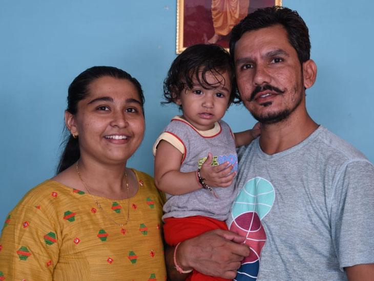 કોવિડ-19ની ફરજમાં દંપતી સંક્રમિત થતાં બે વર્ષના પુત્રને મામાના ઘરે મુક્યો,સાજા થતાં ફરી ફરજ ઉપર|વડનગર,Vadnagar - Divya Bhaskar