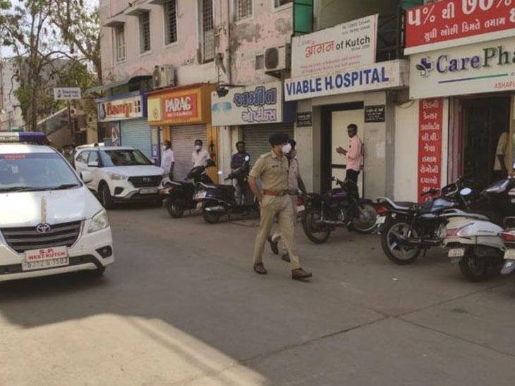 ચાર દરવાજા બહારની દુકાનો ખુલ્લી રહે છે, તંત્ર બંધ કરાવે|વડોદરા,Vadodara - Divya Bhaskar