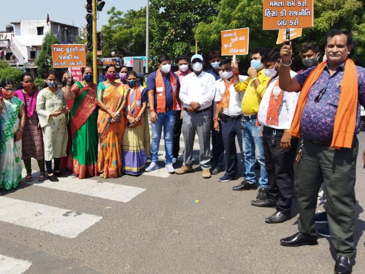 સુરતમાં તૃણમુલ કોંગ્રેસના વિરૂદ્ધના દેખાવમાં ભાજપી કાર્યકરોએ સોશિયલ ડિસ્ટન્સના લીરેલીરા ઉડાવ્યા|સુરત,Surat - Divya Bhaskar