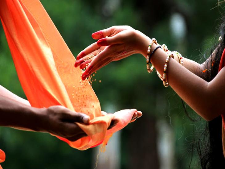 આ વર્ષે કોરોનાવાઇરસના કારણે ઘરમાં જ પવિત્ર નદીઓના નામનું ધ્યાન કરીને સ્નાન કરવું.