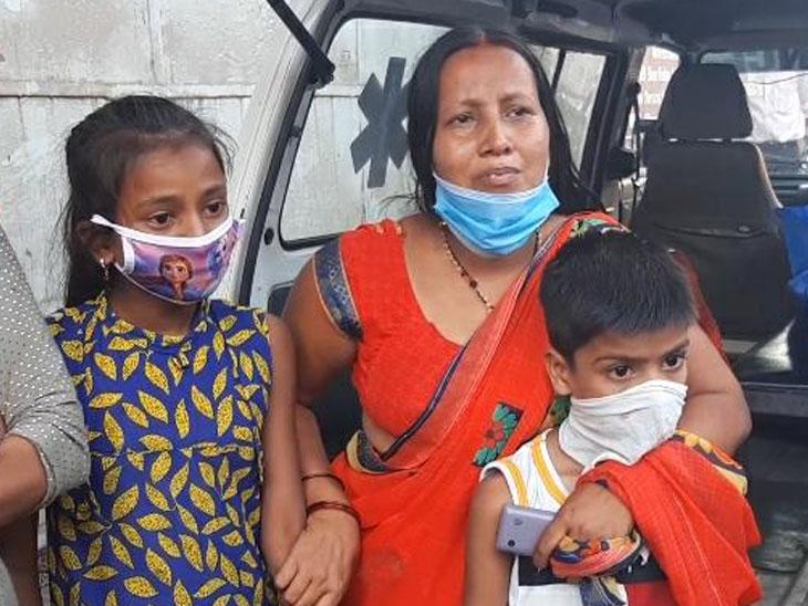 પલસાણામાં દાઝેલા કામદારનું મોત થતાં મૃતકની પત્ની પતિનો મૃતદેહ લઈ મિલના ગેટ પર બેસી ગઈ, બે સંતાનોએ પિતાની છત્રછાયા ગુમાવી|પલસાણા,Palsana - Divya Bhaskar