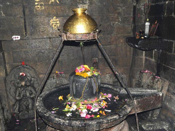 શિવપૂજા માટે શ્રાવણ પહેલાં વૈશાખ મહિનાને પણ ખાસ માનવામાં આવે છે, ગરમી વધવાથી શિવાલયોમાં જળદાનની પરંપરા છે|ધર્મ,Dharm - Divya Bhaskar