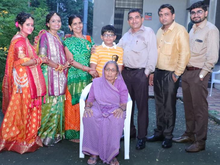 82 વર્ષના દાદી બે મહિના જેટલો સમય અલગ રૂમમાં રહ્યા. - Divya Bhaskar