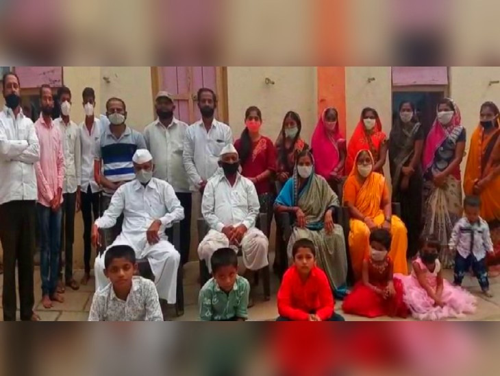 આ પરિવારનાં 21 સભ્યો કોરોના પોઝિટિવ આવ્યા હતા. - Divya Bhaskar
