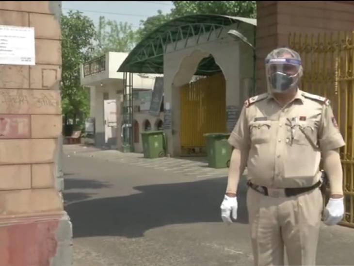 દિલ્હીમાં કોરોના દર્દીઓના અંતિમ સંસ્કાર કરી રહેલા પોલીસે ડ્યુટી માટે દીકરીના લગ્ન પોસ્ટપોન કર્યા લાઇફસ્ટાઇલ,Lifestyle - Divya Bhaskar