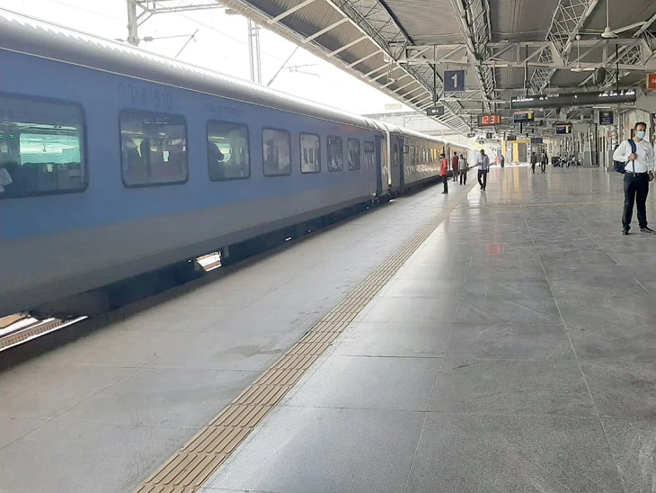 રેલવે સ્ટેશનની ફાઈલ તસવીર - Divya Bhaskar