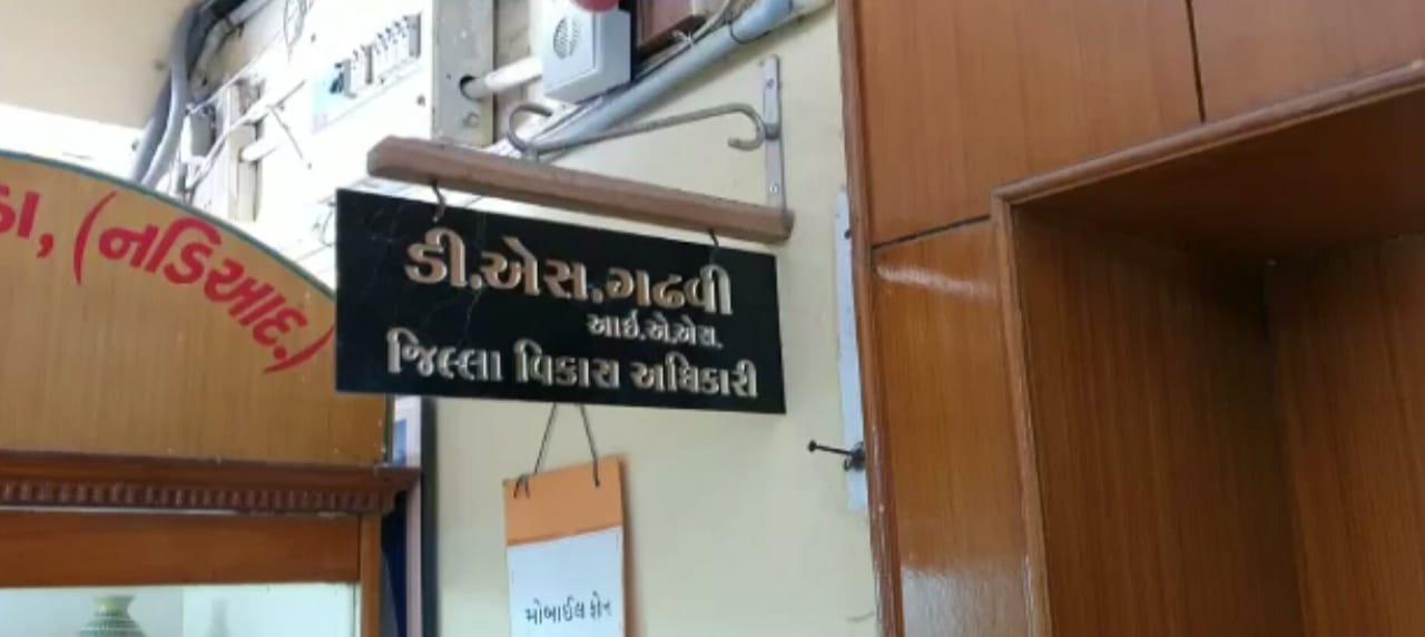 ખેડા જિલ્લા વિકાસ અધિકારીની સુરત મુકામે બદલી, નવા ડીડીઓ તરીકે કે.એલ.બચાણીની નિયુક્તિ કરાઇ નડિયાદ,Nadiad - Divya Bhaskar