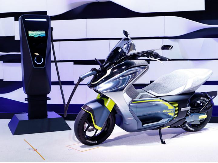યામાહાએ નેક્સ્ટ જનરેશન ઇલેક્ટ્રિક સ્કૂટર E01નો પ્રોટોટાઇપ અનવીલ્ડ કર્યો, બાઇક જેવી ડિઝાઇનથી સજ્જ આ સ્કૂટર માટે પેટન્ટ પ્રોસેસ શરૂ થઈ|ઓટોમોબાઈલ,Automobile - Divya Bhaskar