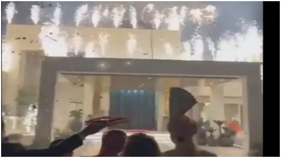 સાસરીમાં દુલ્હનનું જોરદાર વેલકમ કરવામાં આવ્યું, આકાશમાં અદ્દભૂત આતિશબાજી કરવામાં આવી, 2 લાખ લોકોએ વીડિયો જોયો|લાઇફસ્ટાઇલ,Lifestyle - Divya Bhaskar