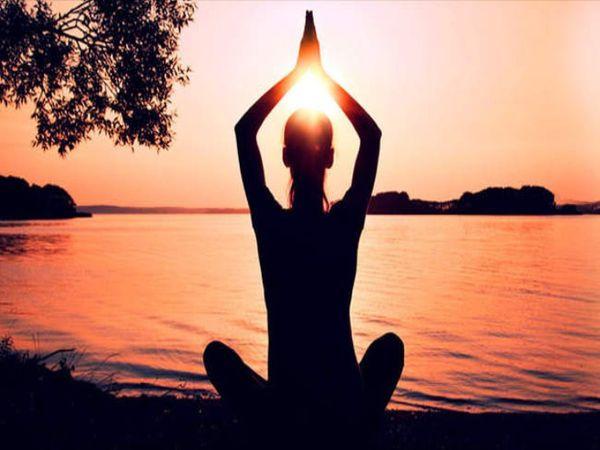 આ 5 સરળ આસન ફેફસાંને સ્વસ્થ રાખશે, શરીરમાં ઓક્સિજનનું સ્તર જાળવી રાખવામાં પણ મદદગાર છે|લાઇફસ્ટાઇલ,Lifestyle - Divya Bhaskar