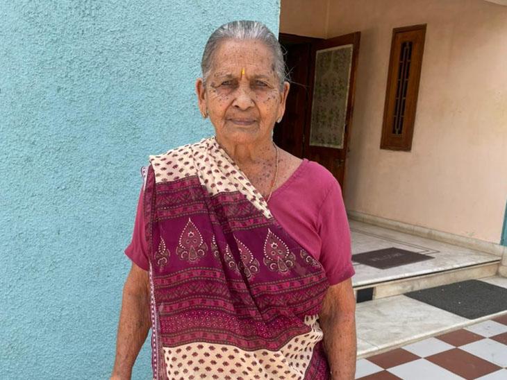 બાયડના 90 વર્ષીય કમળાબેન ક્વોરન્ટાઈન થઈ યોગ પ્રાણાયામ કરી 8 દિવસમાં કોરોનાને હરાવ્યો બાયડ,Bayad - Divya Bhaskar