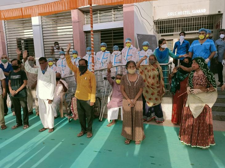 એકસાથે 18 દર્દીઓએ કોરોનાને મહાત આપી ઘરે પરત ફર્યા હતા. - Divya Bhaskar