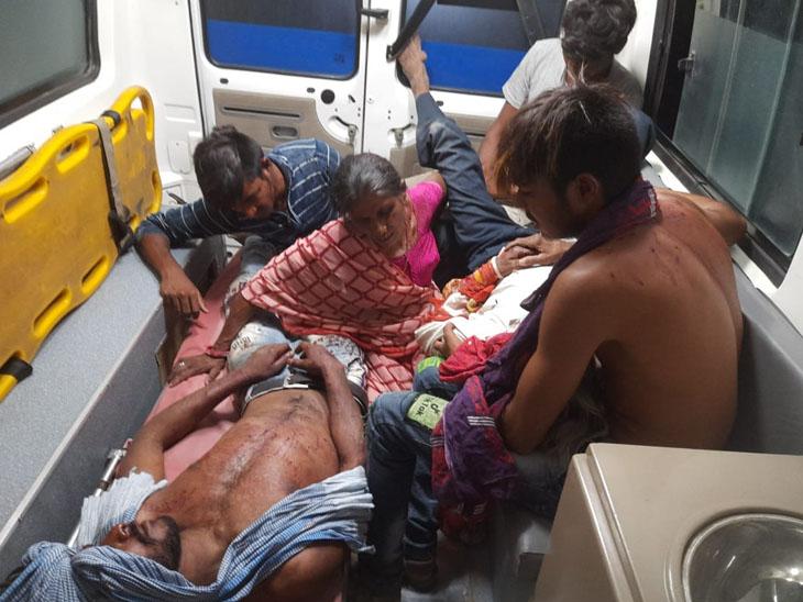 ઇજાગ્રસ્તોને સારવાર માટે ખસેડાયા હતા. - Divya Bhaskar