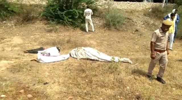 મંડાવરમાં રેલવેના પાટા નજીક પડેલા મૃતદેહ. - Divya Bhaskar