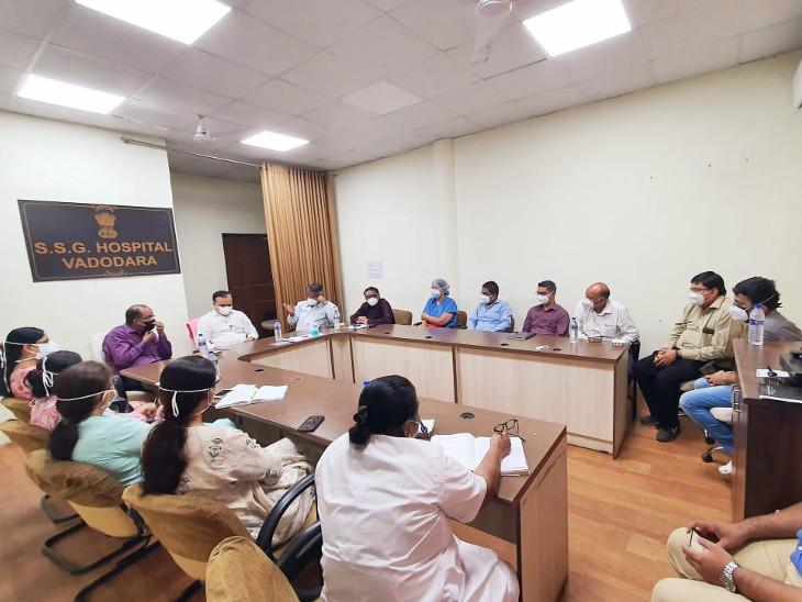 ખાસ ફરજ પરના અધિકારી ડો.વિનોદ રાવે સયાજી અને સમરસ હોસ્પિટલ ખાતે પરિસ્થિતિની સમીક્ષા કરી હતી - Divya Bhaskar