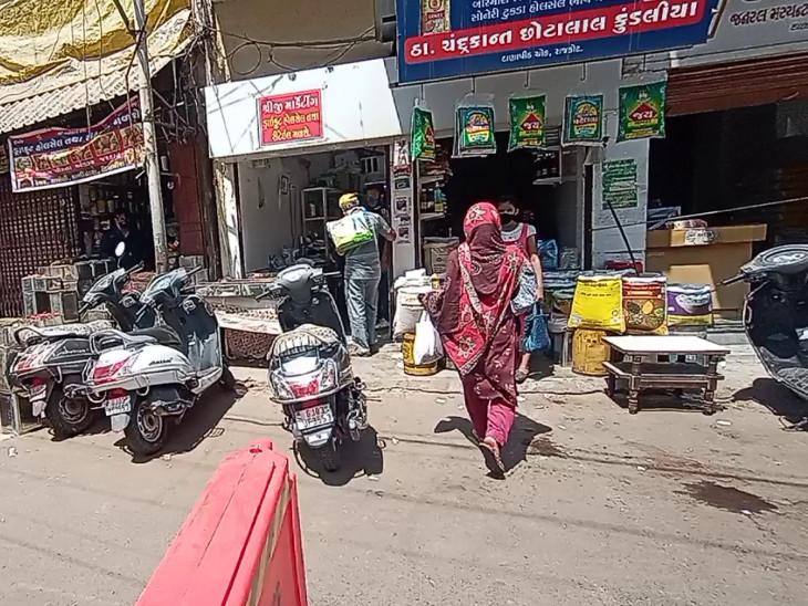 રાજકોટમાં દાણાપીઠમાં હાફ ડે લોકડાઉન રાખવા મોટાભાગના વેપારીઓનો એક સૂર, વધુ એક અઠવાડિયુ લંબાવાયું|રાજકોટ,Rajkot - Divya Bhaskar