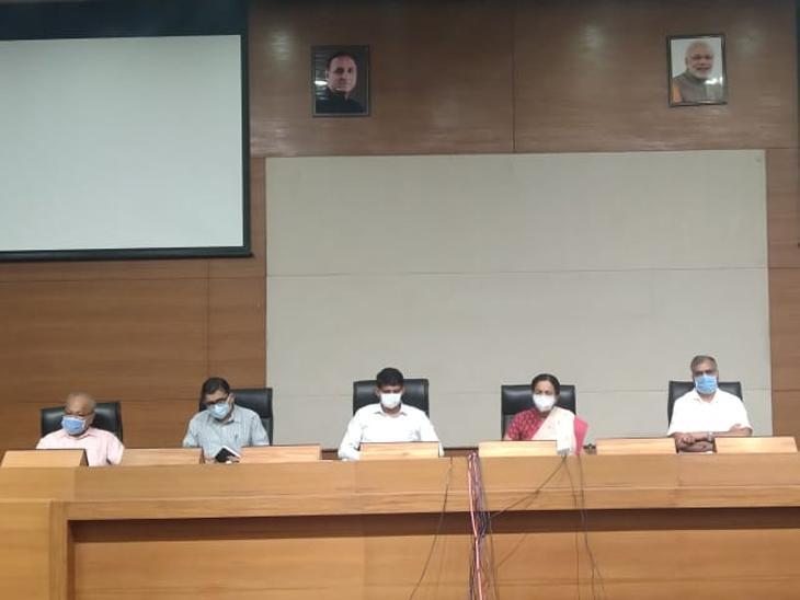 ગુજરાત કોવિડ ટાસ્ક ફોર્સના સભ્યો - Divya Bhaskar