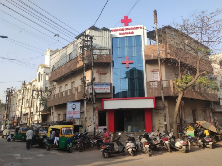 ભાવનગર શહેર અને જિલ્લામાં રેડક્રોસ દ્વારા ચાર કોવિડ કેર સેન્ટરો પર વિનામૂલ્યે સેવા શરૂ|ભાવનગર,Bhavnagar - Divya Bhaskar