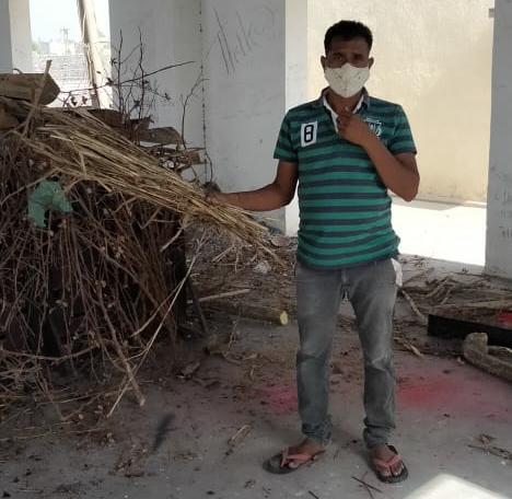 પાટડીના માલવણ પાસેથી અજાણ્યા પુરુષની કોહવાઈ ગયેલી લાશ મળી, સેવાભાવી યુવાઓએ અંતિમવિધિ કરી - Divya Bhaskar
