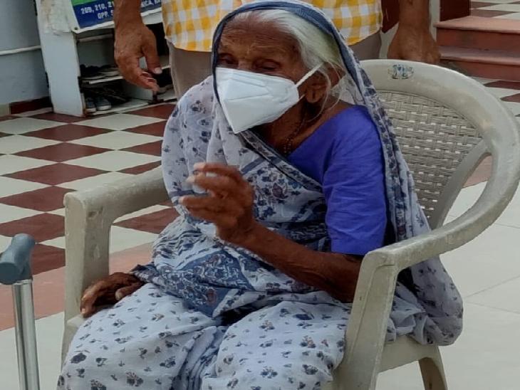 કોરોના સામે હિંમત હારી જનારા માટે પ્રેરણારૂપ છે આ દાદી, 102 વર્ષની ઉમરે ઘરે રહીને જ કોરોનાને માત આપી|ગાંધીનગર,Gandhinagar - Divya Bhaskar